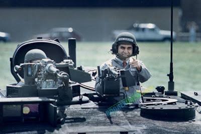 http://4.bp.blogspot.com/-CtOyUTthFK4/T4wYEQoscKI/AAAAAAAAeHA/uk8JrRLlaac/s320/dukakis-in-the-tank-tm.jpg
