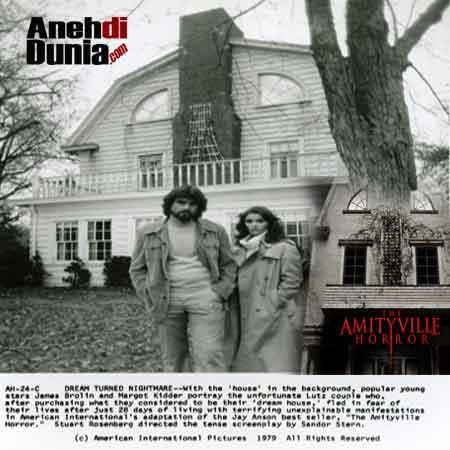 http://1.bp.blogspot.com/-0kYss67YFAU/UiFJTOE0B4I/AAAAAAAAIBg/t8ya6G772ZQ/s320/film-The-Amityville-Horror.jpg